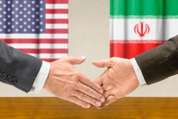 Vertreter der USA und des Irans reichen sich die Hand