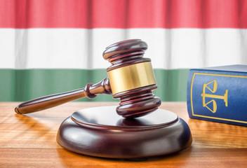 Richterhammer und Gesetzbuch - Ungarn