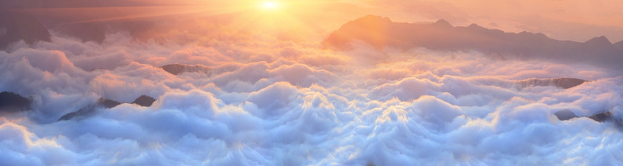 Wall Mural - Dawn above the sea of fog