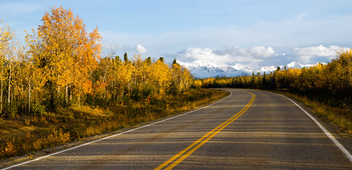 Fototapete - Highway Leads Through Peaks Alaska Range Fall Autumn Season
