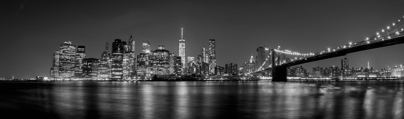 manhattan night view from brooklyn in black and white Fototapete