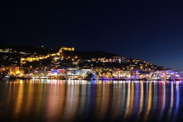 Hafen von Alanya bei Nacht (Türkei)