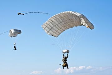 Saint-Jean-de-Luz, parachutists of French air force