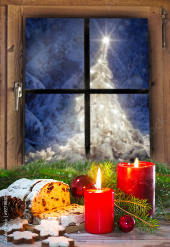 stollen und weihnachtliches geb ck am fenster bei. Black Bedroom Furniture Sets. Home Design Ideas
