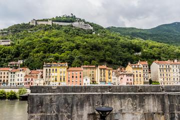 Grenoble, les immeubles et le Fort de La Bastille