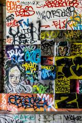 Fotobehang Graffiti collage Graffitis dans la Faculté des Sciences abandonnée
