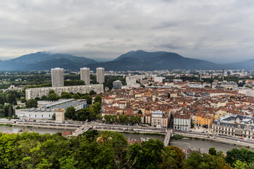 Vue général de Grenoble et des Alpes