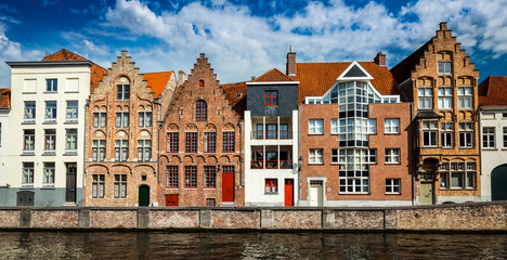 Photo sur Plexiglas Bruges Bruges medieval houses and canal, Belgium