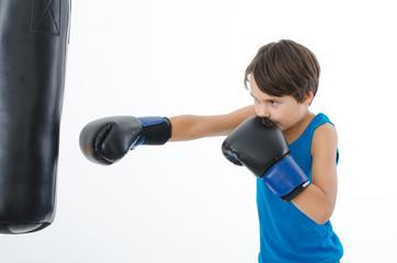 Junge beim Boxen