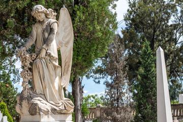 ángel y arboles
