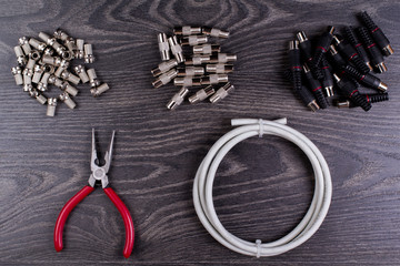 Antenna plugs and tools