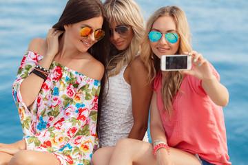 The photo on the resort's three girlfriends