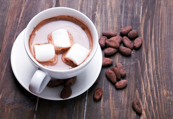 Fotobehang - Hot chocolate with marshmallows and cocoa beans