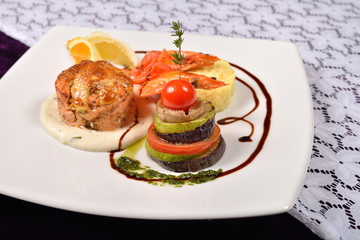 Cooked shrimp prepared with basil, lemon with vegetables, all se
