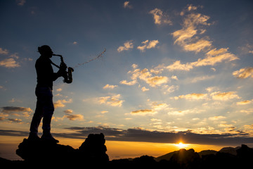 saksafoncu ve müzikli gündoğumu