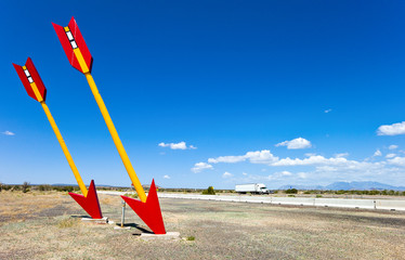 Fotobehang Route 66 U.S.A. Arizona, Twin Arrows, the remains of the famous service station on the Route 66
