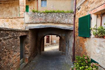 Fototapete - Romantic narrow street and balcony in Montepulciano, Tuscany, Italy.