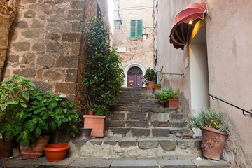 Fototapete - Romantic narrow street and stairs in Montepulciano, Tuscany, Italy.