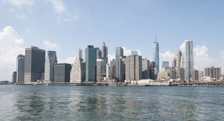 New York skyline showing Brooklyn Bridge.