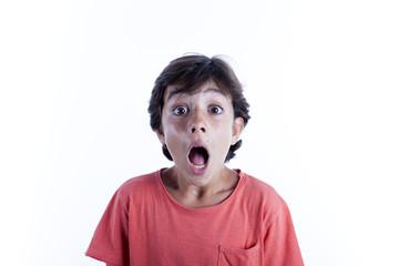 Niño con cara de sorpresa