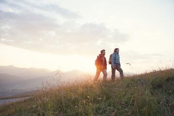 Austria, Tyrol, couple hiking at Unterberghorn at sunrise