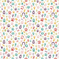 Seamless pattern with footprint of birds and animals