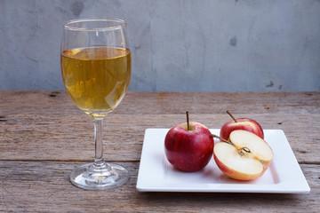 the apple on wood table.