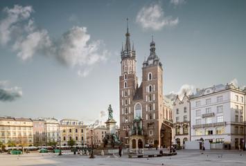St Mary's Church (Kosciol Mariacki) at the main Market Square (R