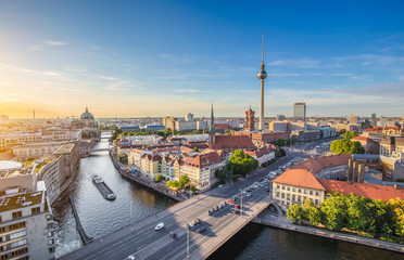 Fototapete - Berlin skyline panorama with TV tower and Spree river at sunset, Germany