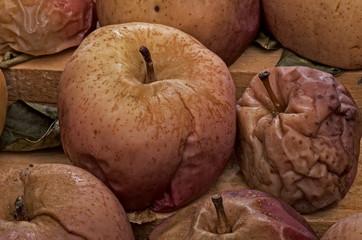 Naturaleza muerta, Manzanas secas.deshidratadas.