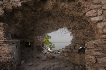 hole in the wall, Anakopia stronghold