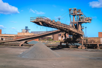 Loading iron ore conveyor machine in steel industry