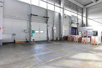 Loading door warehouse