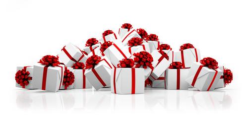 Weihnachtsgeschenke in weiß mit roten Schleifen