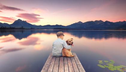 Hund und Kind am See