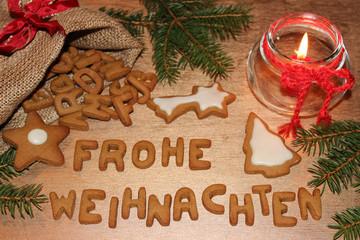 Frohe Weihnachten mit Lebkuchenbuchstaben geschrieben