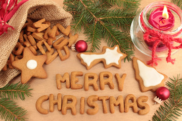 Merry Christmas mit Lebkuchenbuchstaben geschrieben