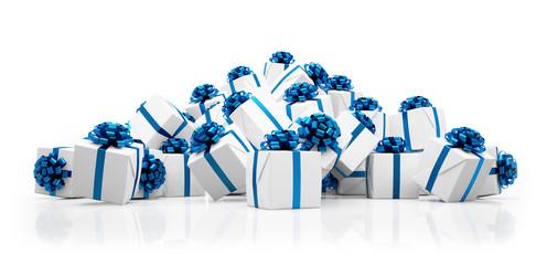 Weihnachtsgeschenke in weiß mit blauen Schleifen