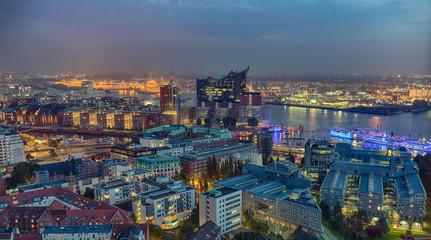 Hamburg Hafen Luftaufnahme beleuchtet