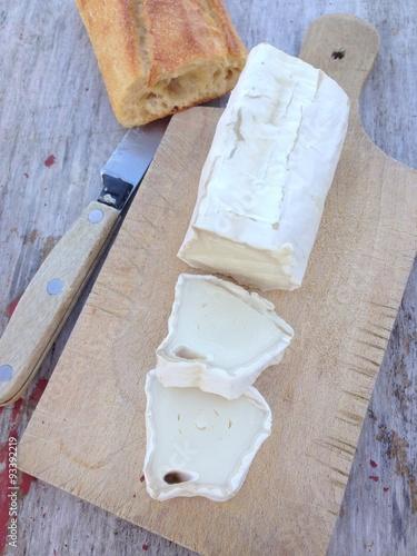 b chette de ch vre sur planche en bois stock photo and royalty free images on. Black Bedroom Furniture Sets. Home Design Ideas