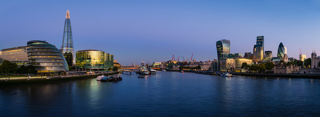 Panoramic view of Thames river with modern London cityscape