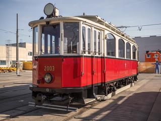 Alte Straßenbahn auf dem Abstellgleis