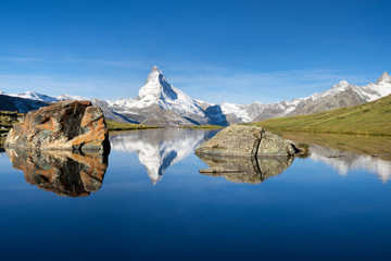 Wall Mural - Stellisee mit Matterhorn in der Schweiz