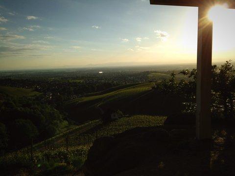Sonne über dem Rheintal