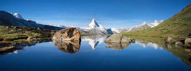Wall Mural - Schweizer Berge mit Matterhorn und Stellisee im Vordergrund