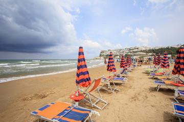 Puglia, tempo variabile, ombrelloni chiusi