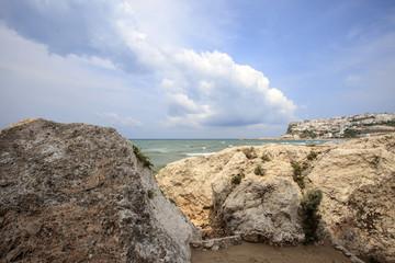 Peschici, rocce in primo piano