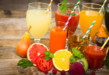 Healthy drinks - fruit and vegetables juices and smoothies