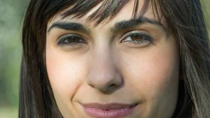 mujer ojos nariz labios primer plano