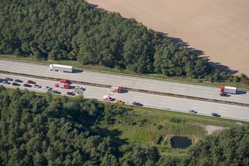 Vollsperrung auf der Autobahn - Luftbild